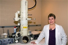 Jeannette Killius with JEM-100S TEM at Northeastern Ohio Universities Colleges of Medicine and Pharmacy